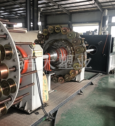 PE钢丝网骨架管生产设备
