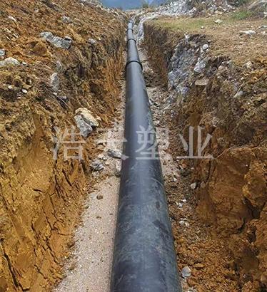 钢网骨架供水管施工现场