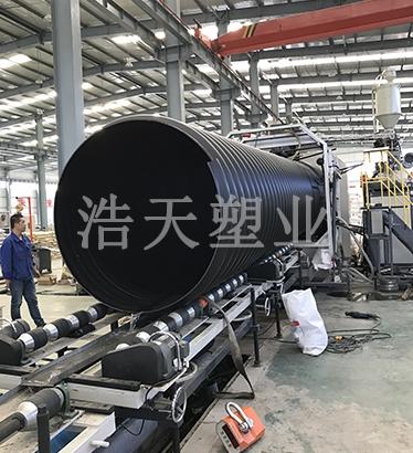 hdpe钢带排水管生产现场